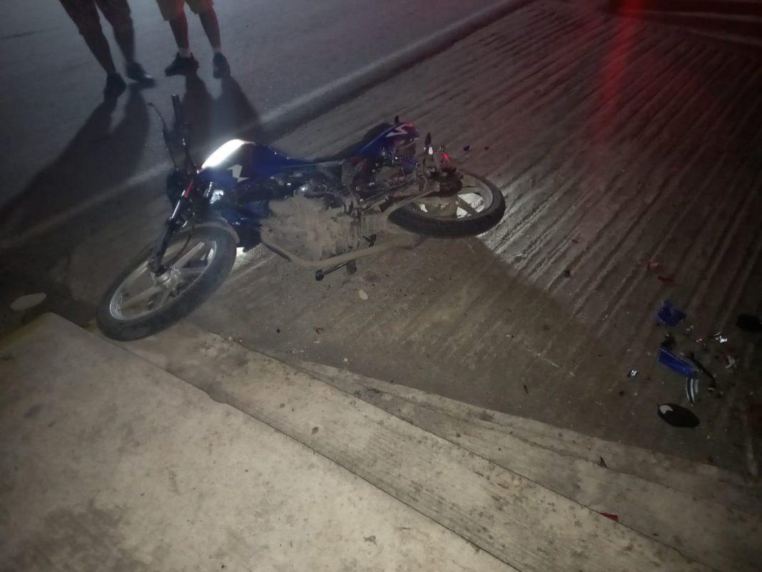 Muere motociclista tras estrellarse contra fachada de una iglesia