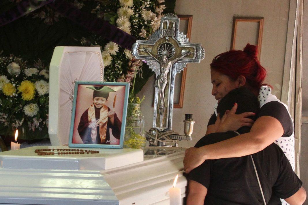 Madre de Brandon Giovanny denunciará a las autoridades por desplome del Metro