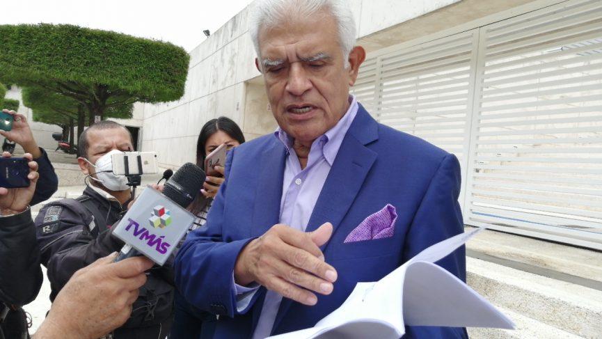 El abogado Jorge Reyes Peralta explicó que la denuncia se presentó por los presuntos delitos de abuso de autoridad, coalición, tráfico de influencias, falsificación de documentos