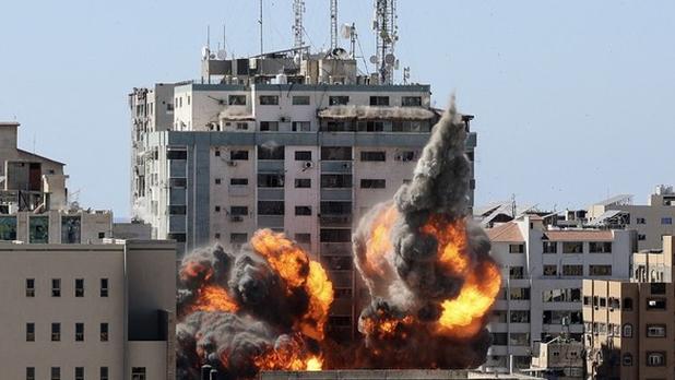 Israel bombardea edificio de medios de comunicación en la Franja de Gaza