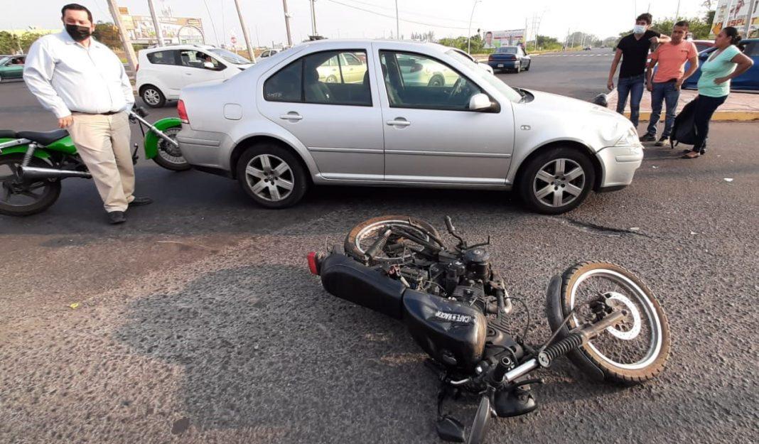 Automovilista choca con motociclista en la entrada a Playa de Vacas