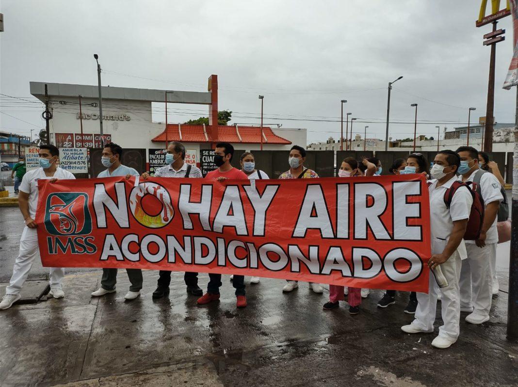 Trabajadores del IMSS de Cuauhtémoc protestan por falta de aire acondicionado