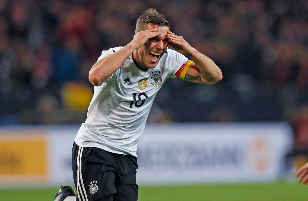 Lukas Podolski definirá la próxima semana si ficha con Querétaro