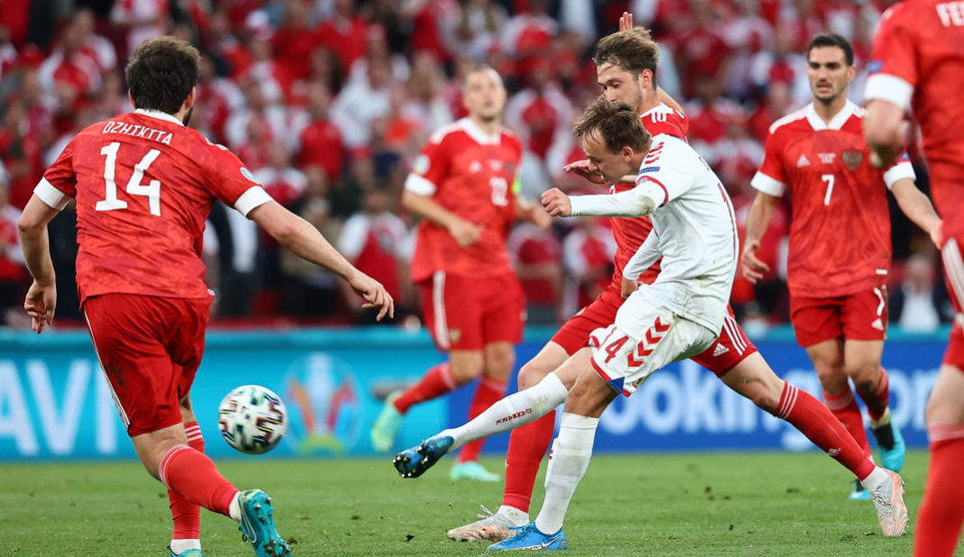 Dinamarca califica con goleada sobre Rusia