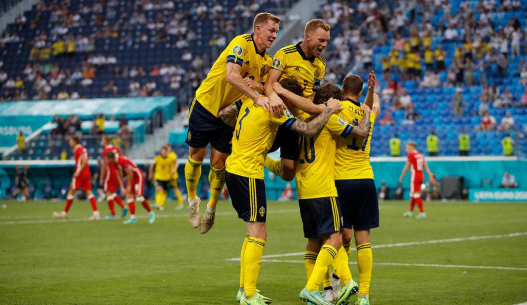 Suecia logra liderato de grupo al vencer a Polonia