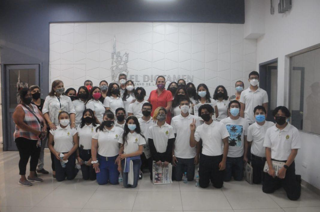 Estudiantes, madres de familia y docentes de la secundaria INOCO visitan El Dictamen