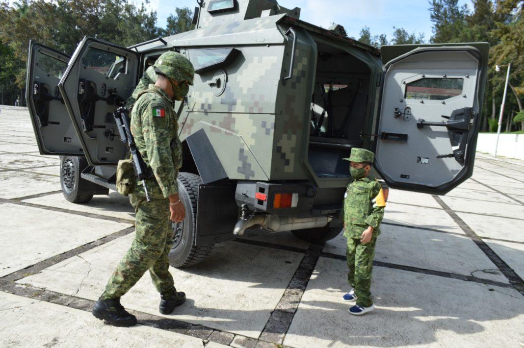 """El pequeño Omar fue nombrado por el Ejército """"Soldado por un día"""""""