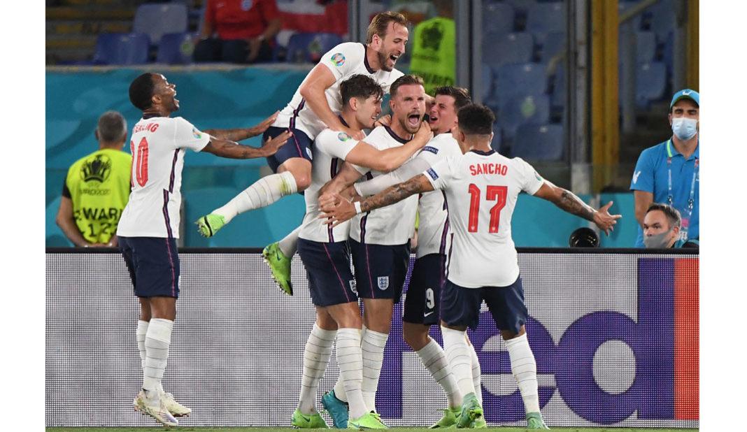 Inglaterra golea a Ucrania y avanza a semifinales