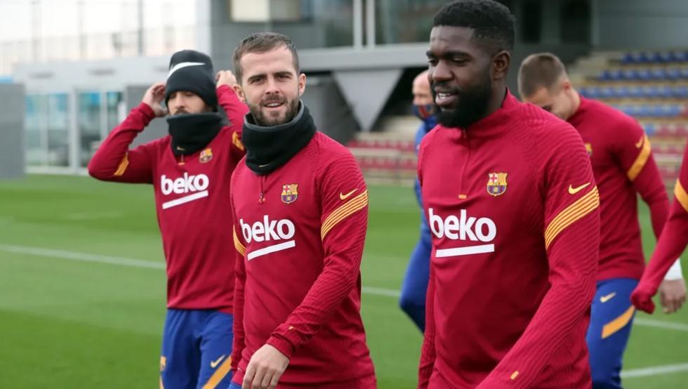 Barcelona buscaría dejar en libertad a Samuel Umtiti y Miralem Pjanic