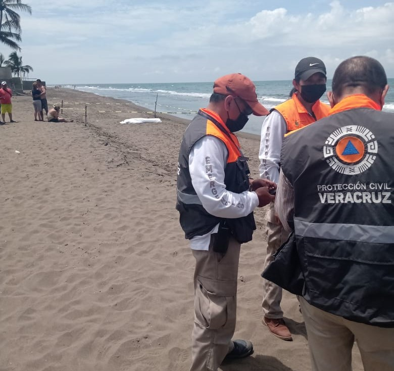 Mueren ahogados dos turistas en playa de Tecolutla