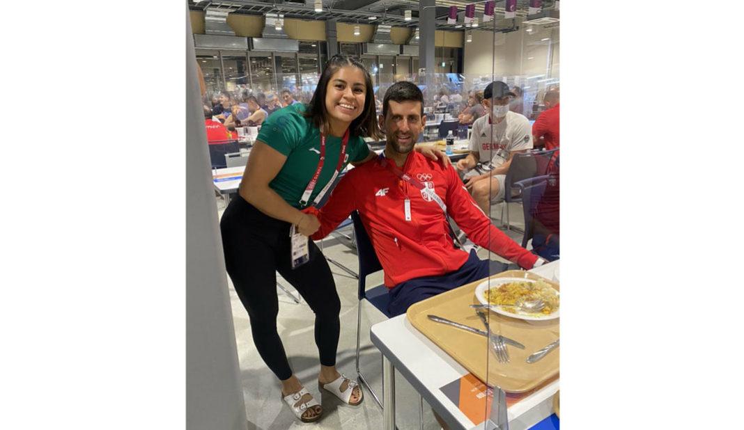 Veracruzana Ana Ferrer coincide y se toma foto con Djokovic