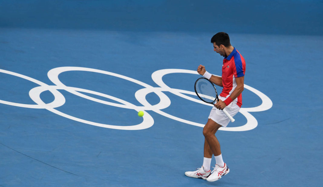 Novak Djokovic avanza a semifinales en Tokio