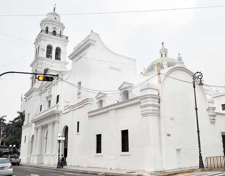 Iluminarán el exterior de la Catedral de Veracruz
