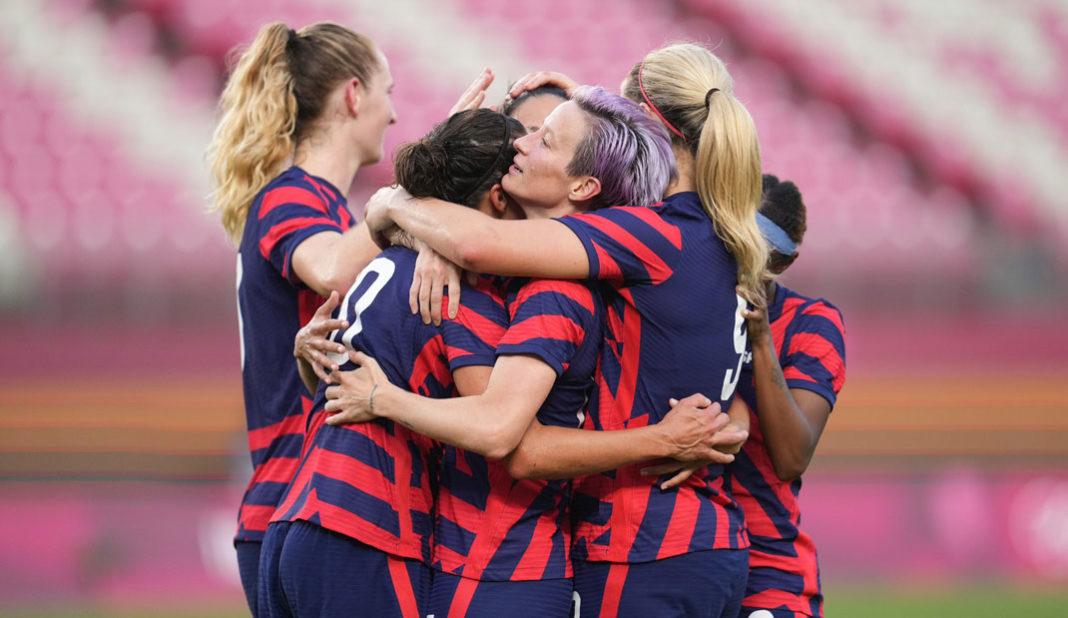 Estados Unidos regresa al podio tras vencer a Australia