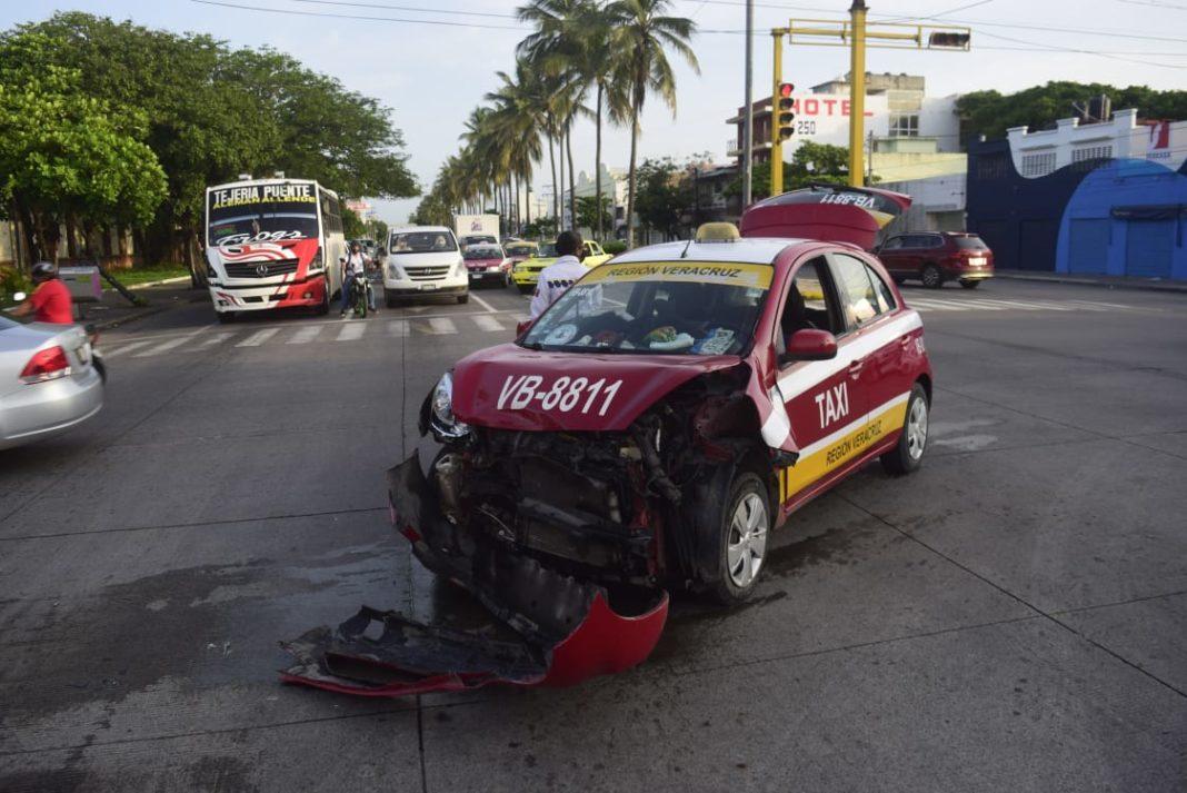 Se registra aparatoso accidente en la colonia Centro