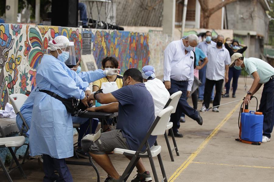México registra máximo de contagios en la tercera ola de Covid-19: 21 mil en un día