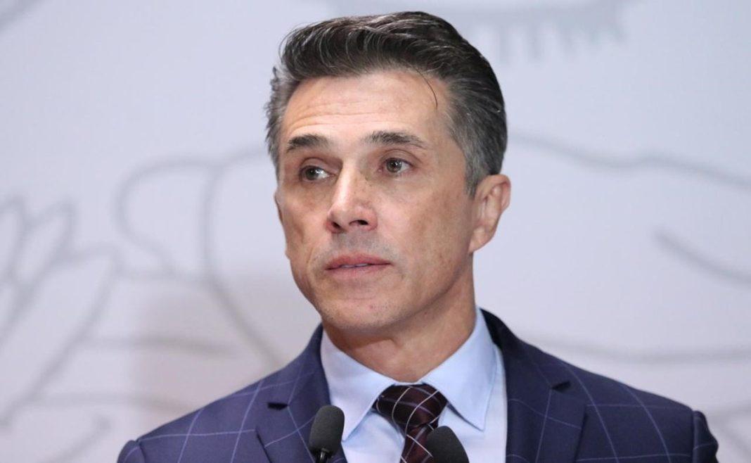 Tras denuncia de Héctor Parra, Sergio Mayer se presentó ante la FGR