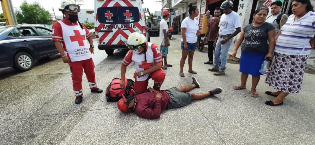 Impacta conductor a un motociclista en J.B. Lobos