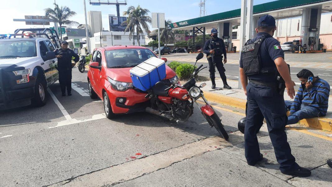 Automóvil atropella a tortillero en bulevar Ávila Camacho