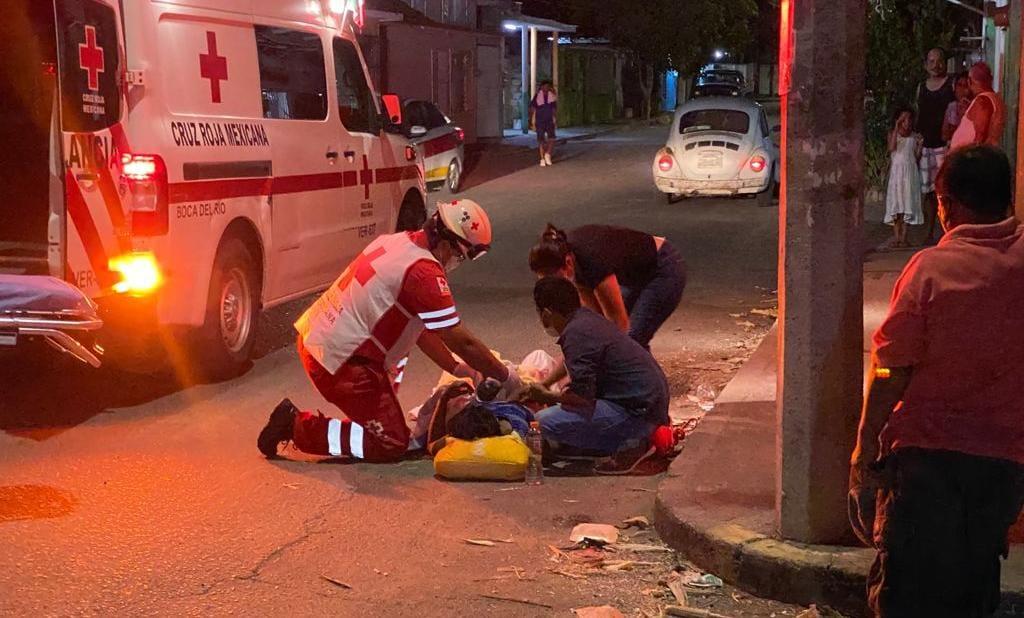 Le negaron atención en Hospital Regional y dio a luz en calles de Veracruz