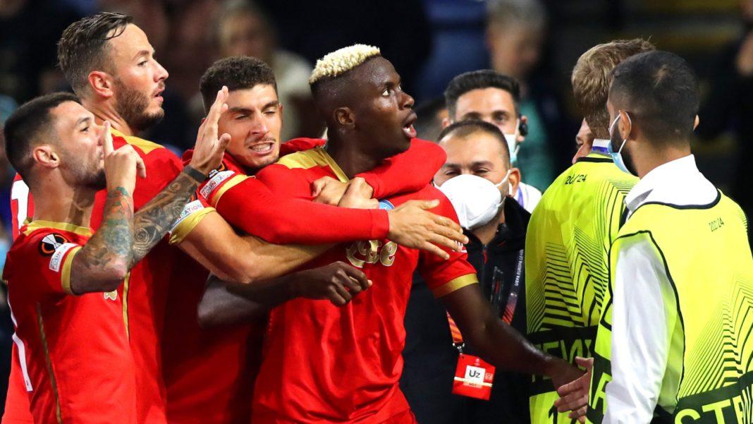 Napoli rescata un empate agónico ante Leicester City