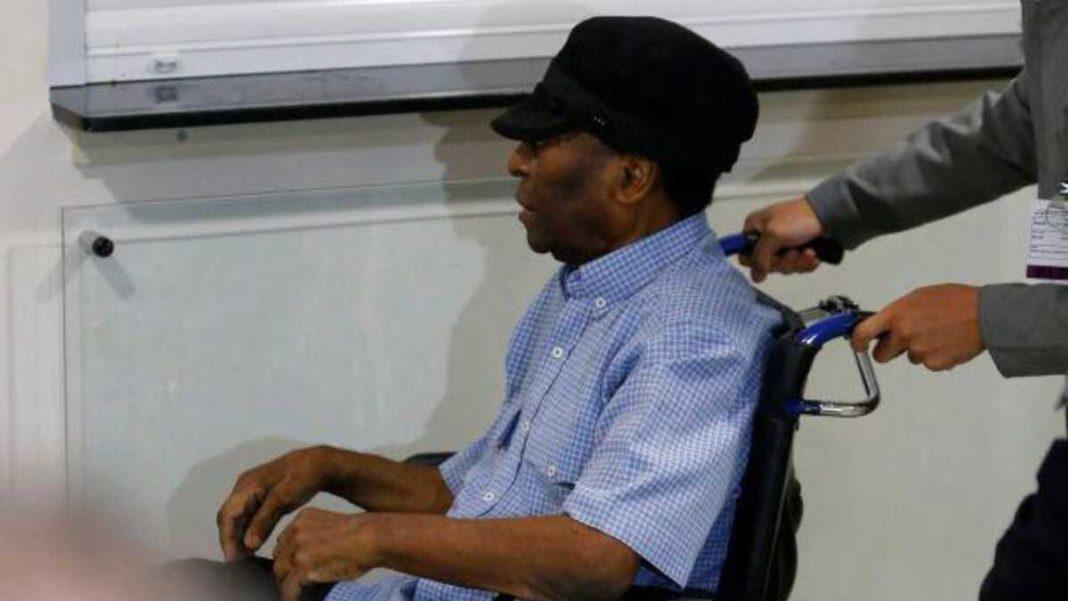Pelé regresa a cuidados intensivos por precaución