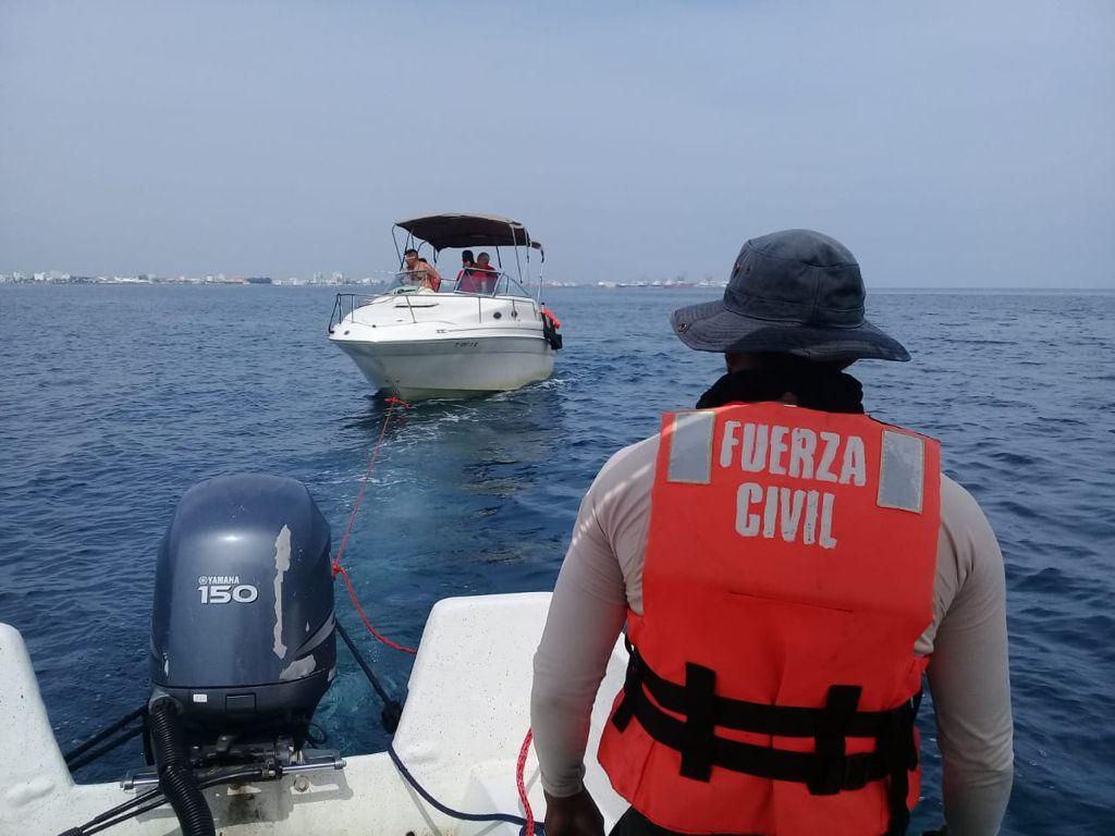 Rescata Fuerza Civil a familia varada cerca de isla de Sacrificios