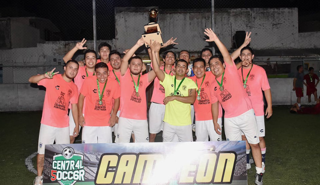 Tuzos campeón de los sábados en Central Soccer 5