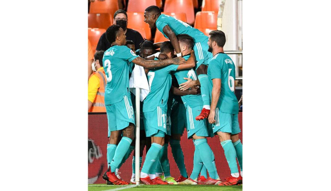 Real Madrid le saca el juego al Valencia