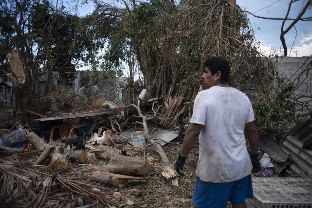 """Colectivo sigue distribuyendo ayuda a damnificados por huracán """"Grace"""""""