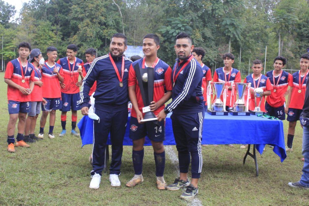CAR Tiburón se corona campeón en la Liga Nacional Juvenil