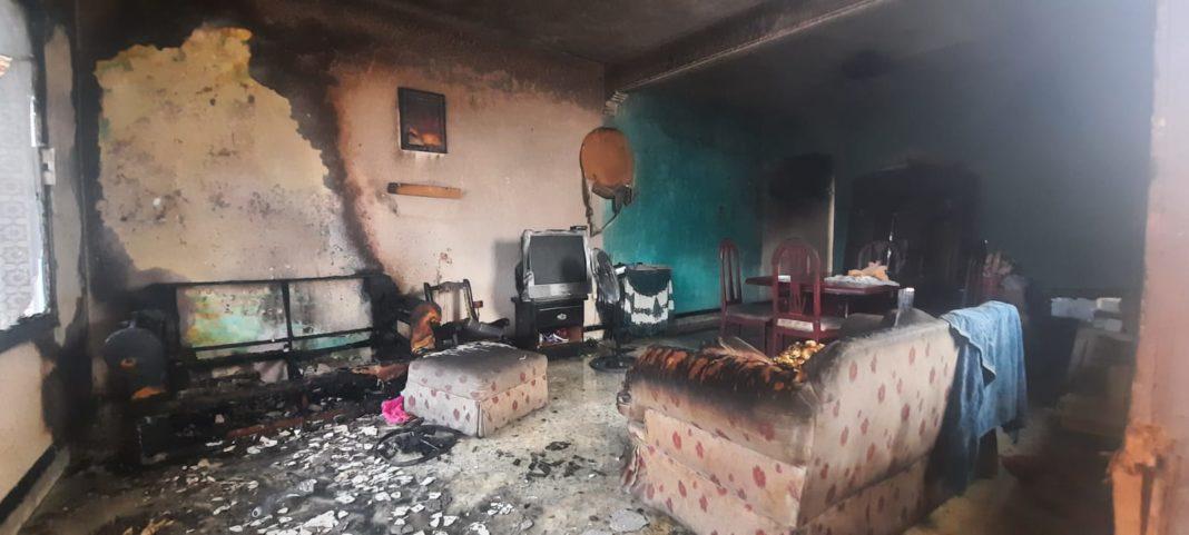 Rescatan a 3 menores de un incendio en la colonia Centro