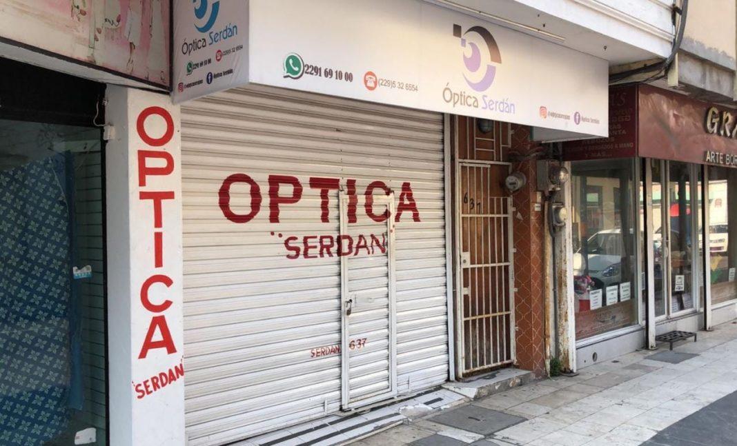 """Delincuentes """"vaciaron"""" una óptica en la zona centro de Veracruz"""