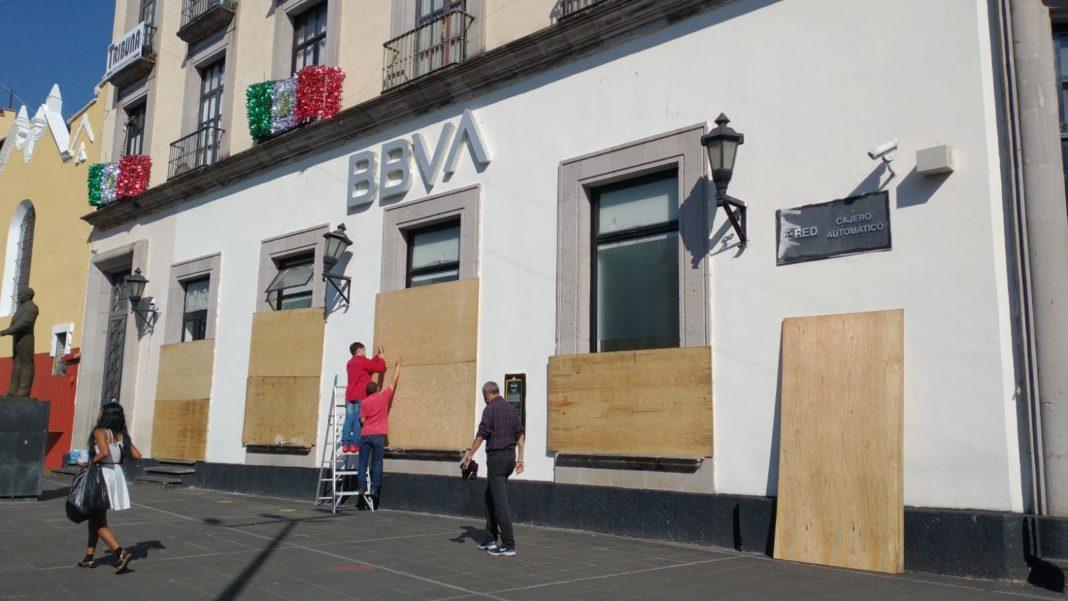 Comercios y oficinas toman sus precauciones previo a marcha feminista en Xalapa