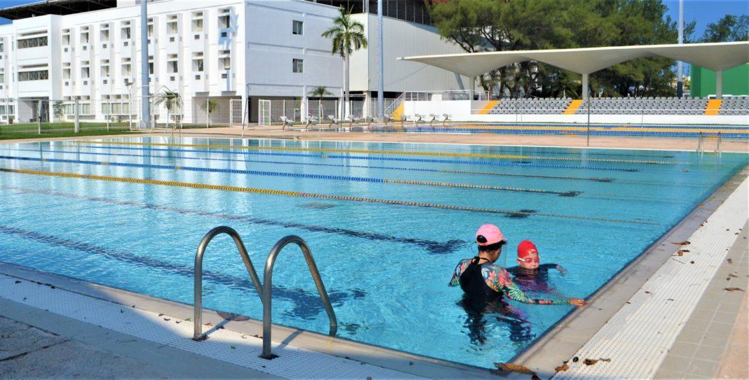 Invitan a clases muestras gratuitas de natación en Leyes de Reforma