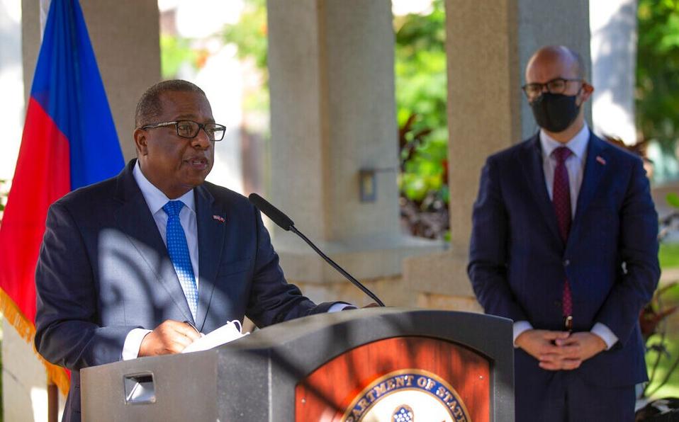 EU ofrece disculpas en Haití por el trato a migrantes en la frontera