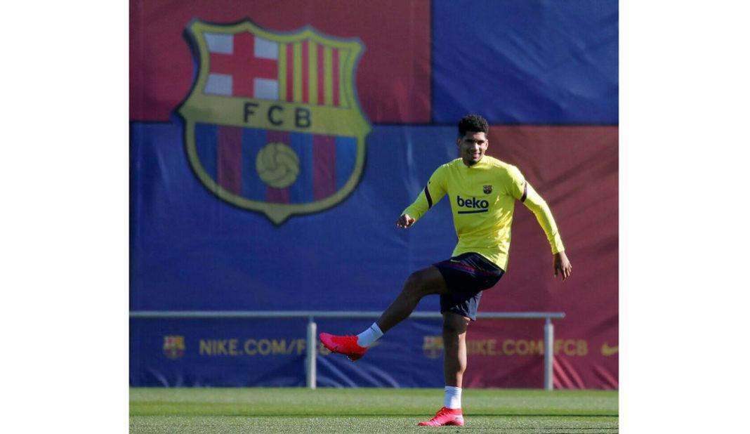 Ronald Araujo se lesiona y causa baja con Barcelona